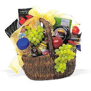 Picnic Basket - Medium Fruit & Gourmet