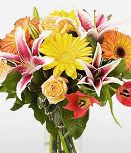 Seasonal Surprise-Green,Pink,Chrysanthemum,Daisy,Rose,Bouquet,Arrangement