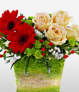 Lukisan Galleria-Orange,Peach,Red,Daisy,Gerbera,Rose,Arrangement,Basket