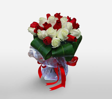 18 Red and White Roses Bouquet