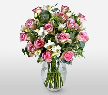 Affections <Br><Font Color=Red>A Bouquet of Roses & Freesias</Font>