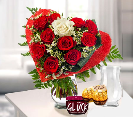 Love N Romance <br><font color=red>Red Roses</font>