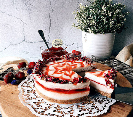 Round Strawberry Cheesecake - - 35oz/1kg