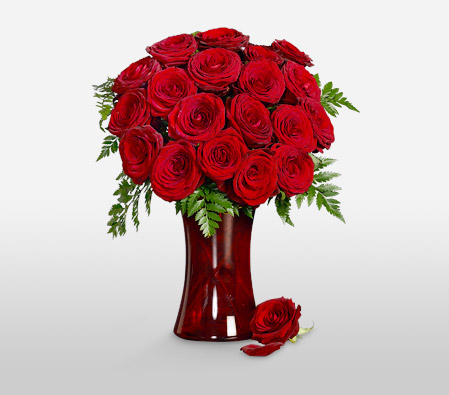 Romeo And Juliet <Br>18 Long Stem <Br><Font Color=Red>Free Ruby Vase </Font>
